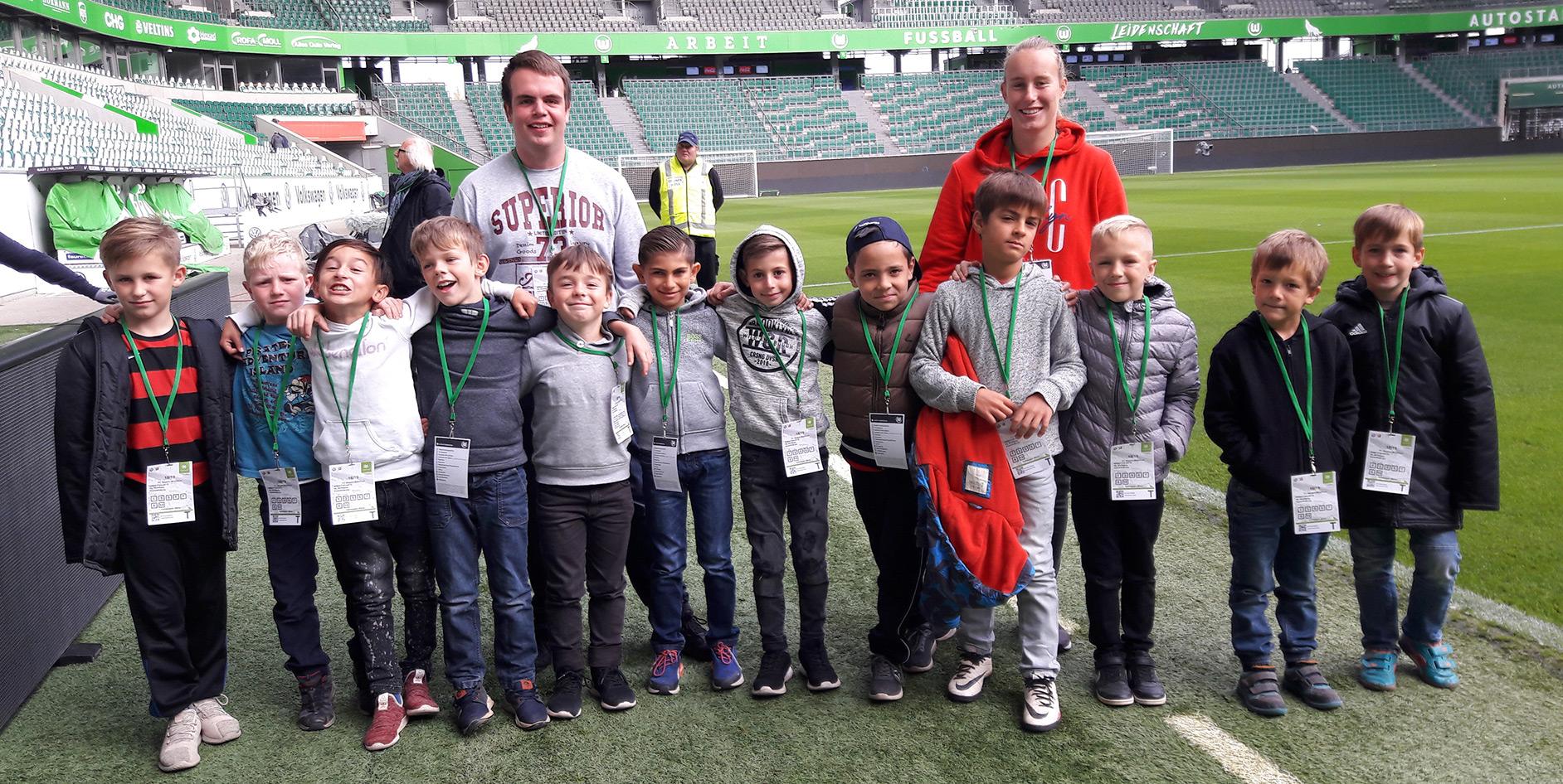 EAM - Die Bolzplatzhelden im Wolfsburger Stadion.