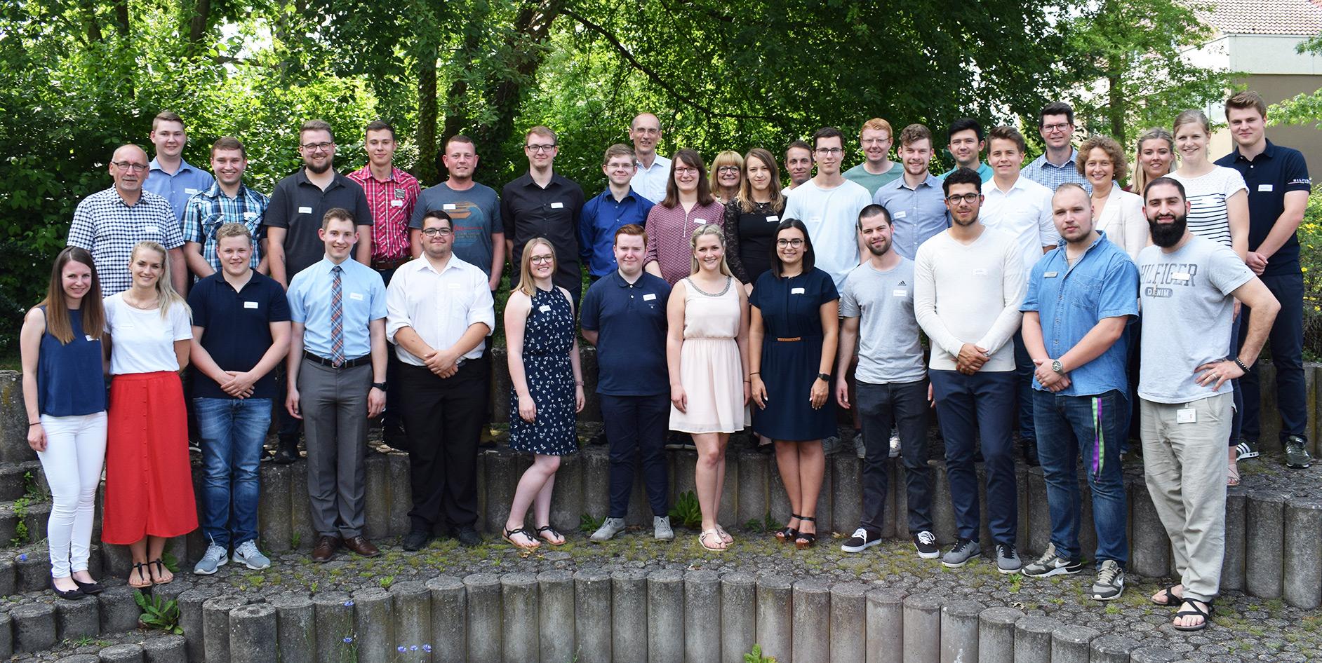18 junge Menschen haben ihre Ausbildung bei der EAM erfolgreich abgeschlossen.
