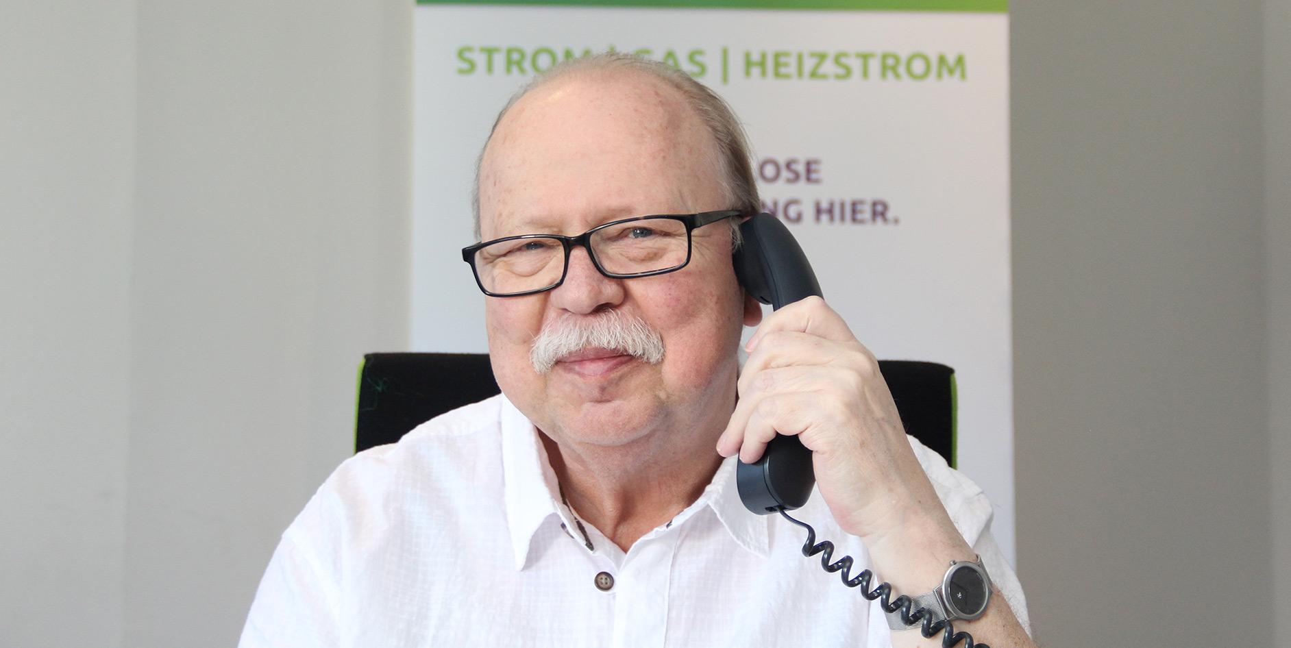 Kundenberater Manfred Müller im neuen Servicebüro der EAM in Bruchköbel.
