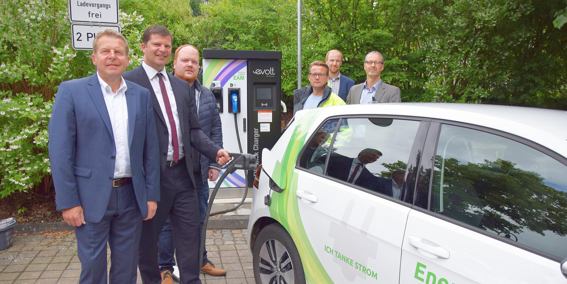Die EAM nahm ihre erste Schnellladesäule im Landkreis Altenkirchen in Betrieb.