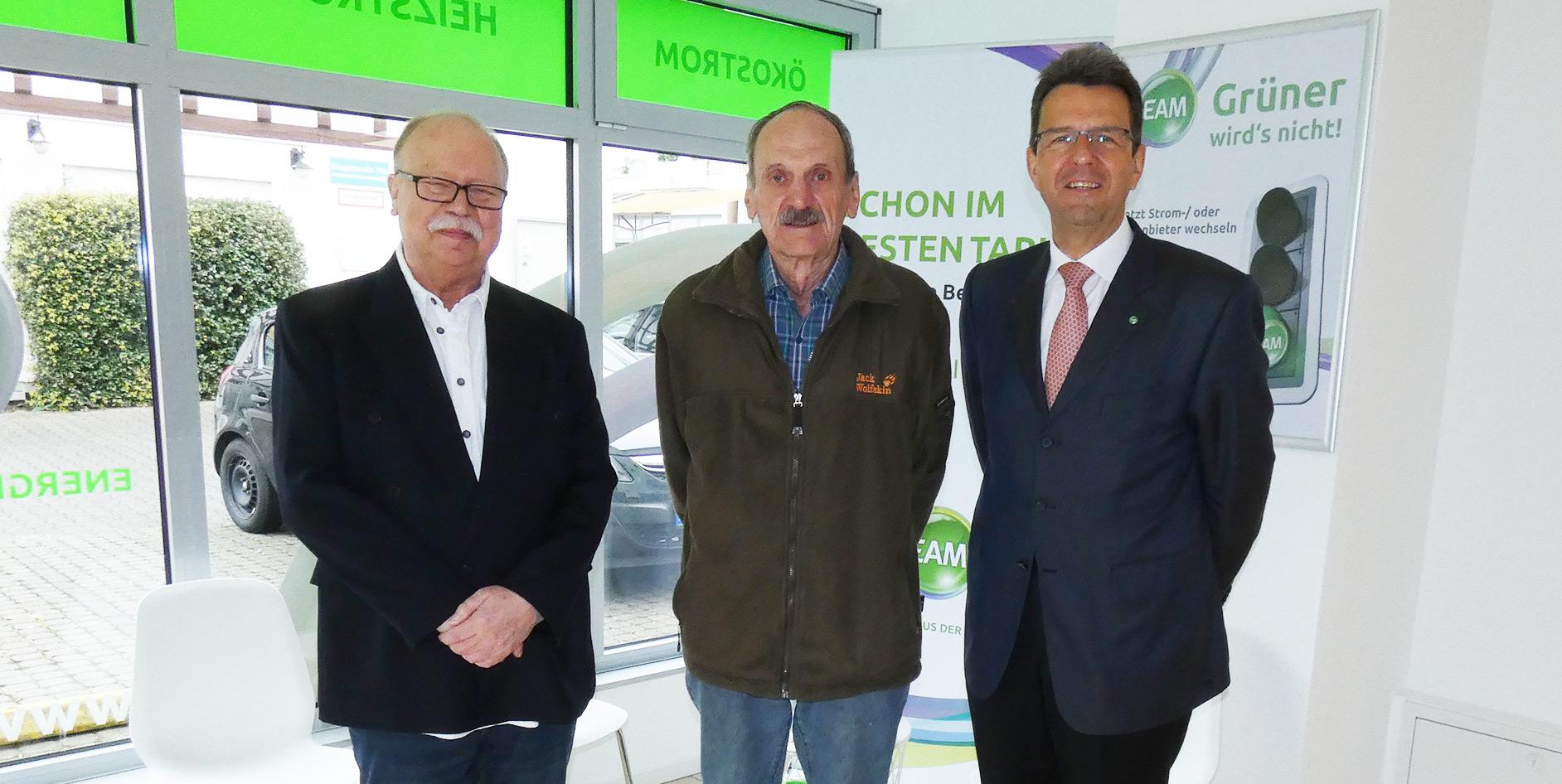 Im neuen Servicebüro der EAM in Bruchköbel (Main-Kinzig-Kreis) informiert Kundenberater Manfred Müller über die aktuellen Strom- und Erdgasprodukte der EAM.
