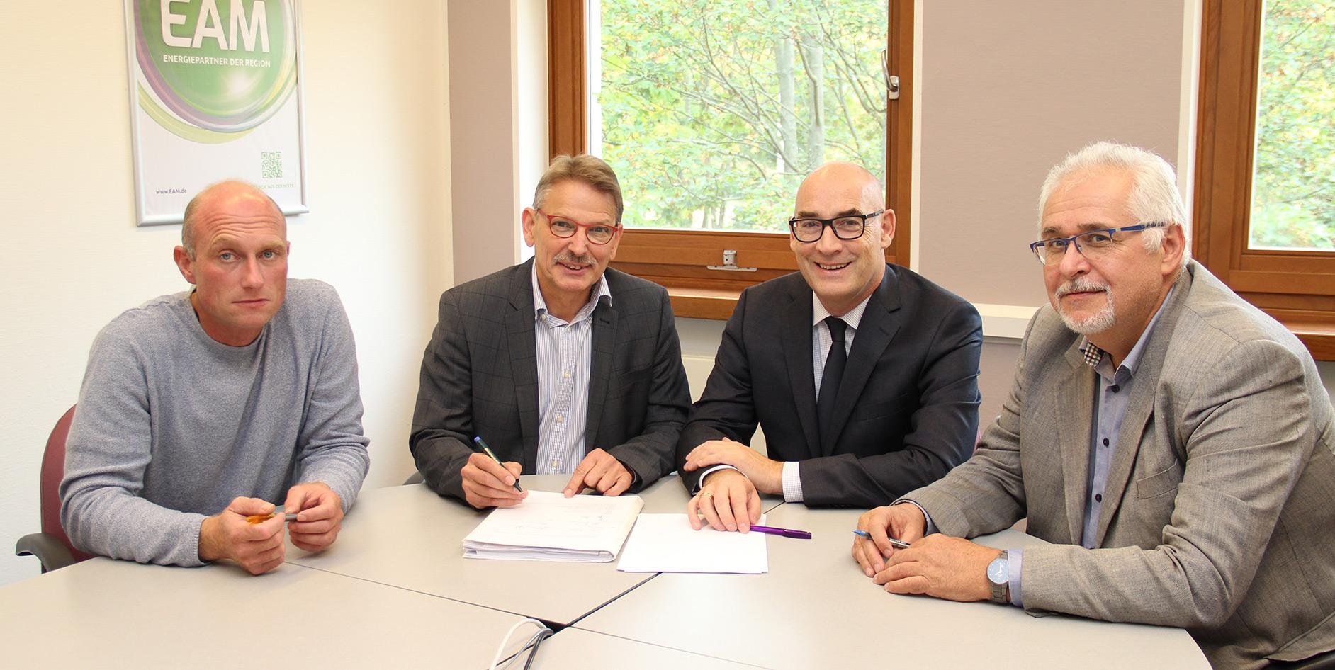 Die Kaufverträge zur Übernahme der Wärmeversorgung Jühnde durch die EAM wurden unterzeichnet.
