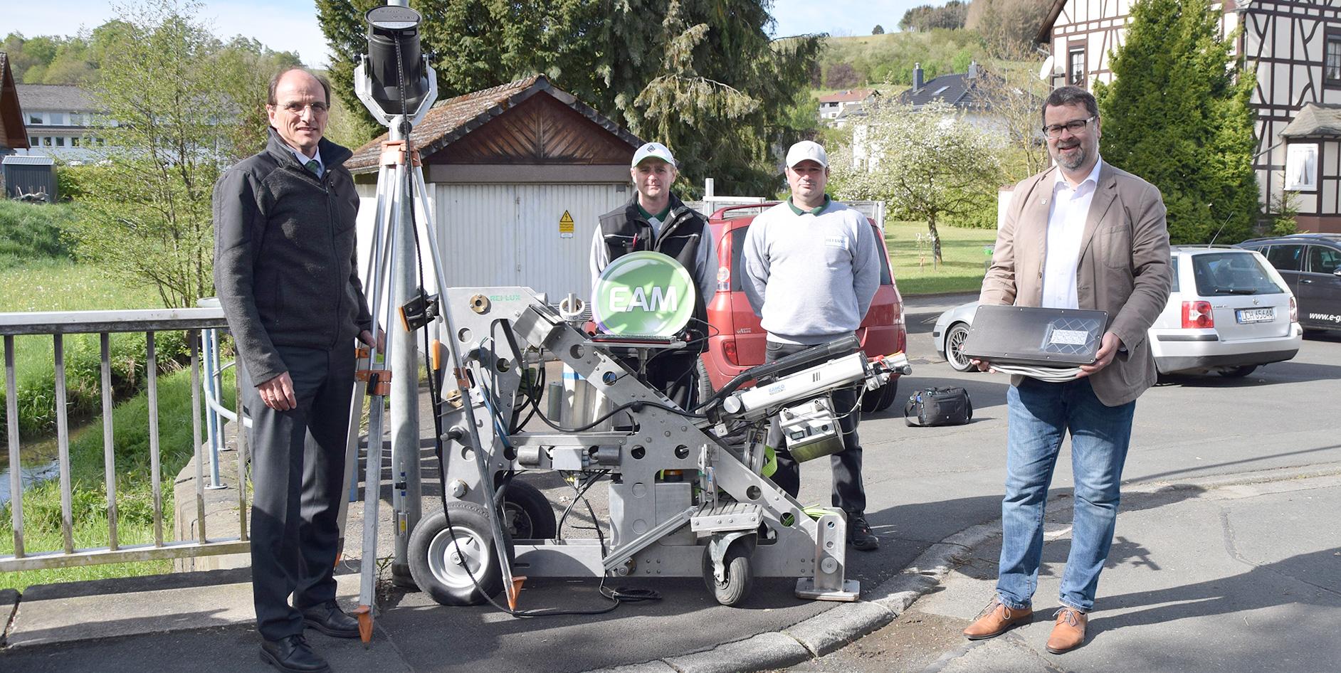 Für die Gemeinde Angelburg (Landkreis Marburg-Biedenkopf) stellt die EAM derzeit die Straßenbeleuchtung in allen drei Ortsteilen auf moderne, energiesparende LED-Leuchten um.