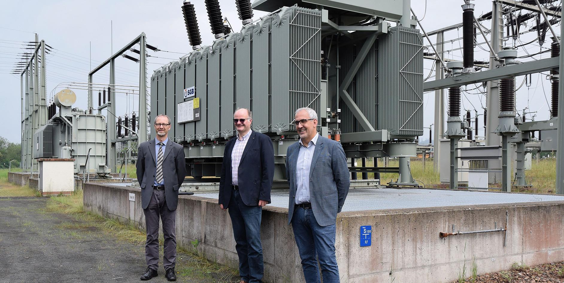 Die EAM hat einen neue, leistungsstärkerer Transformator im Umspannwerk Kirchhain in Betrieb genommen.